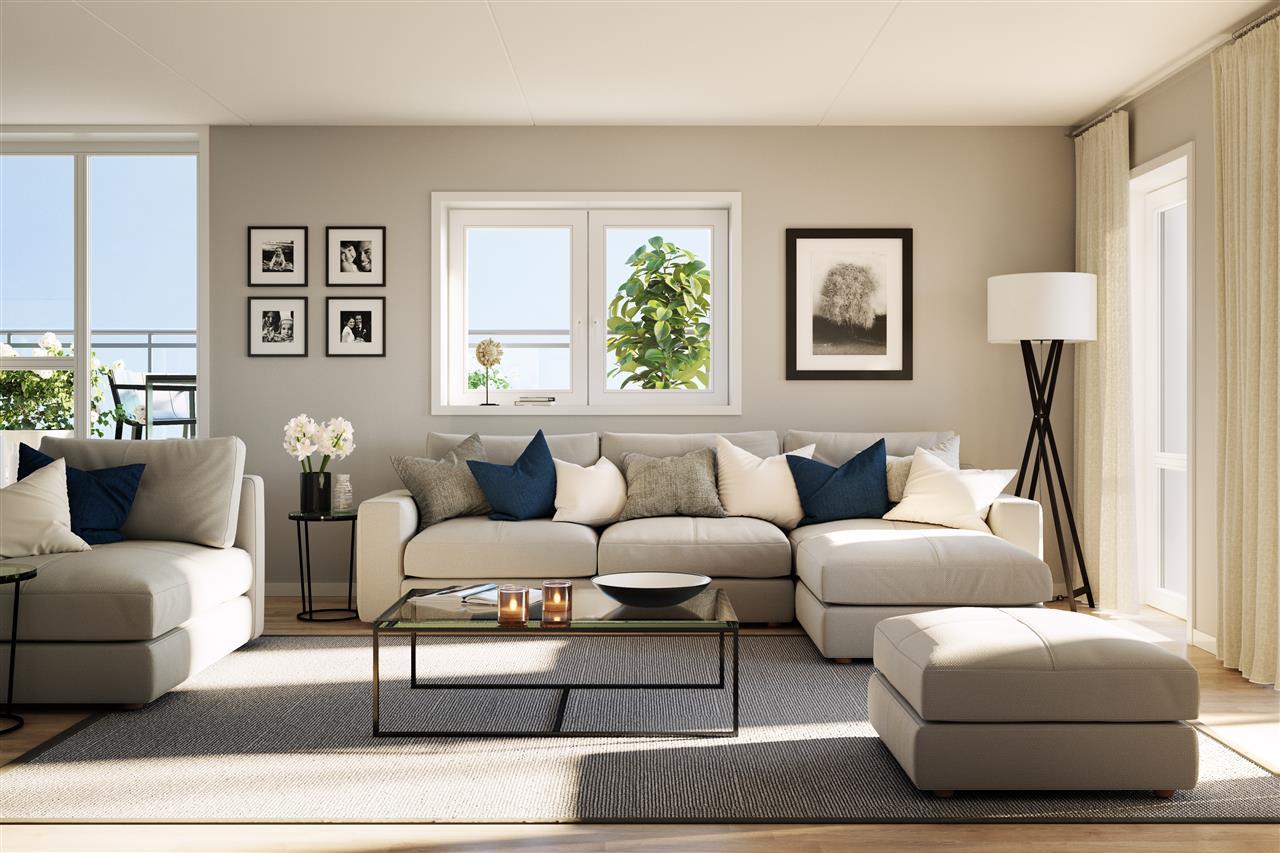 Stue med lyse møbler bilder på veggene