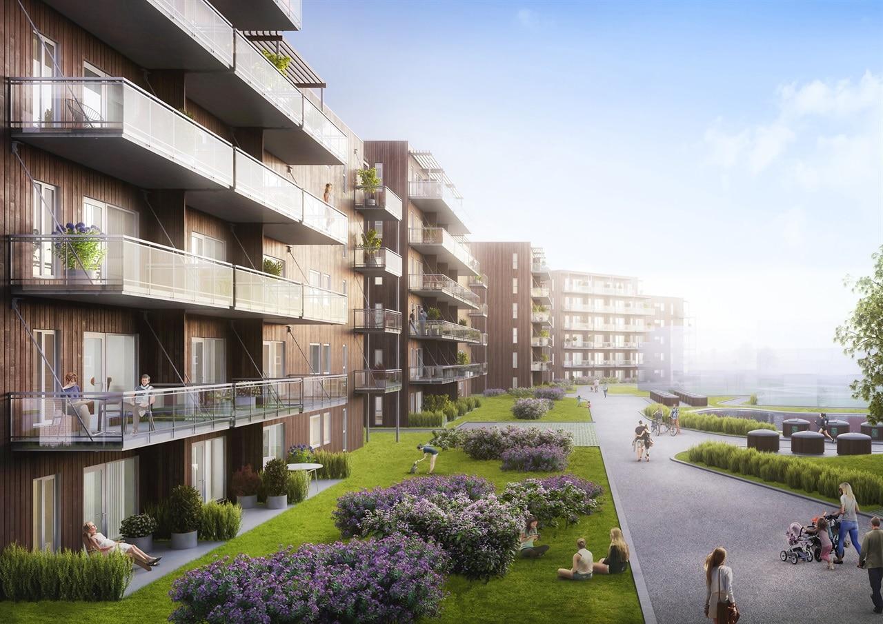 Blomster og uteområde med bygninger og balkonger